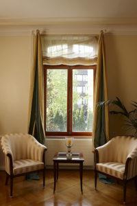 Fenster mit Sessel
