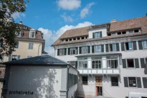 Historische Fenster-Fassade prohelvetia