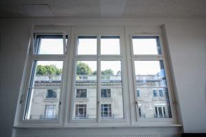 Schulhaus-Fenster Bellevue