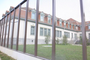Zaun-Fensterfassade