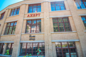fassade-axept-the-nestle-shop-antikhaus