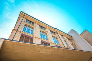 fassade-mit-sanierungsfenster