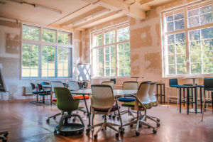 industriebau-sitzungszimmer-industriefenster