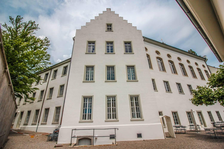 kloster-mit-sprossenfenster-saniert